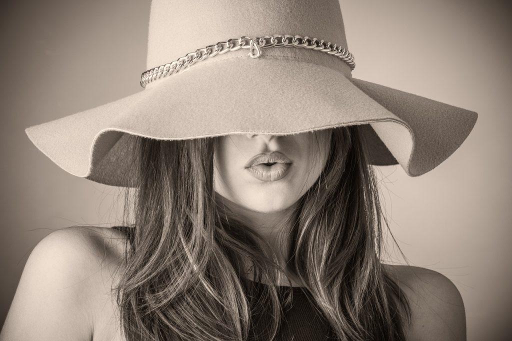 cappello da donna, CAPPELLO DA DONNA                     COME SCEGLIERLO